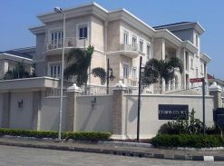 3 bedroom/I bedroom apartment for lease